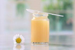 Sáu điều cần biết về sữa ong chúa